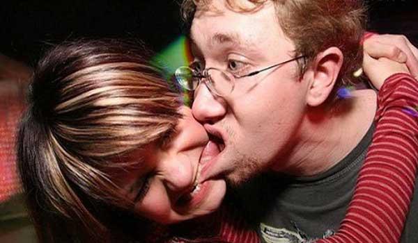 Взрослый поцелуй с языком